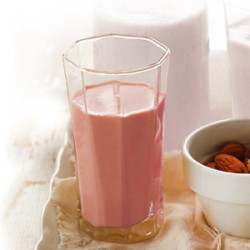 Jahodový kokteil zo sójového mlieka